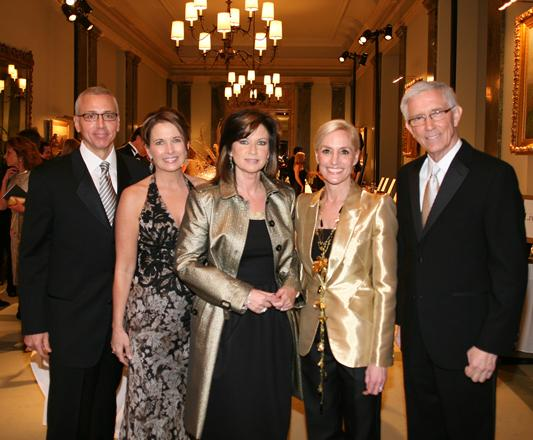 Dr. Drew and Susan Pinsky with Colleen Williams, Benefit Chair Courtney Saavedra, and  Fritz Coleman