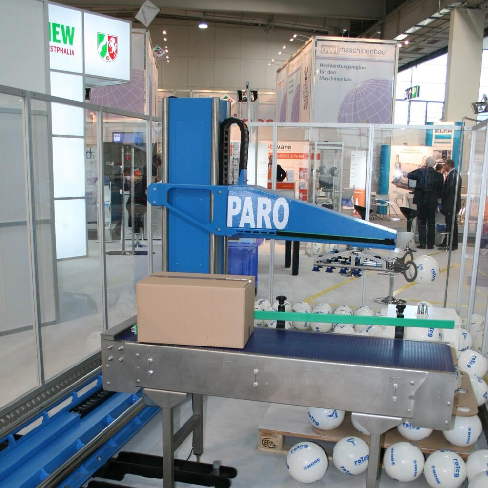 PARO palletising robots grabs balls out of the air